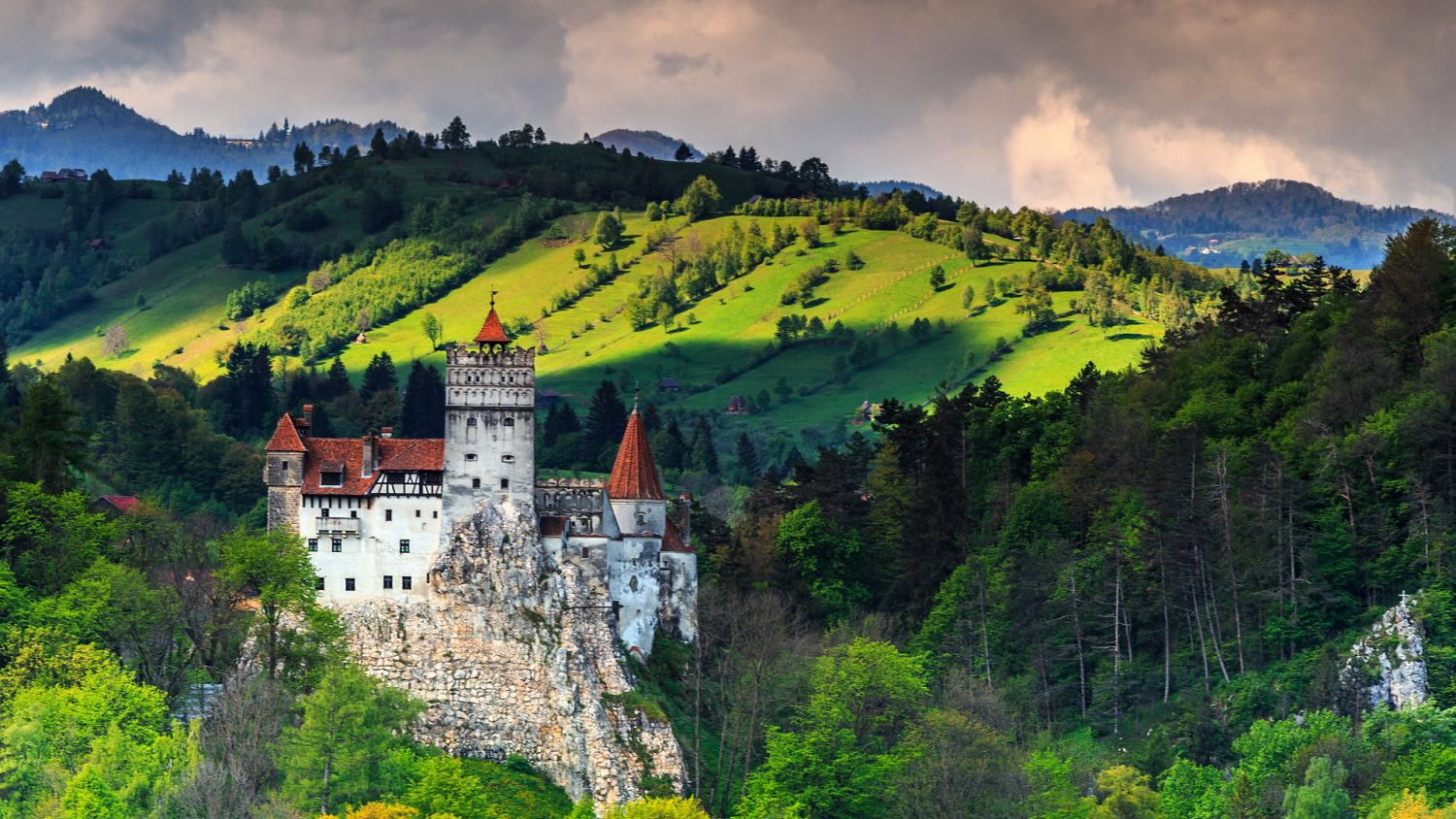 https://www.thenaturaladventure.com/wp-content/uploads/2017/10/brancastle.jpg