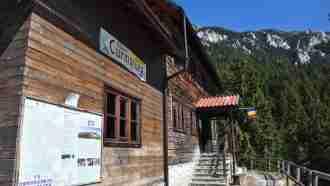 Curmatura mountain hut