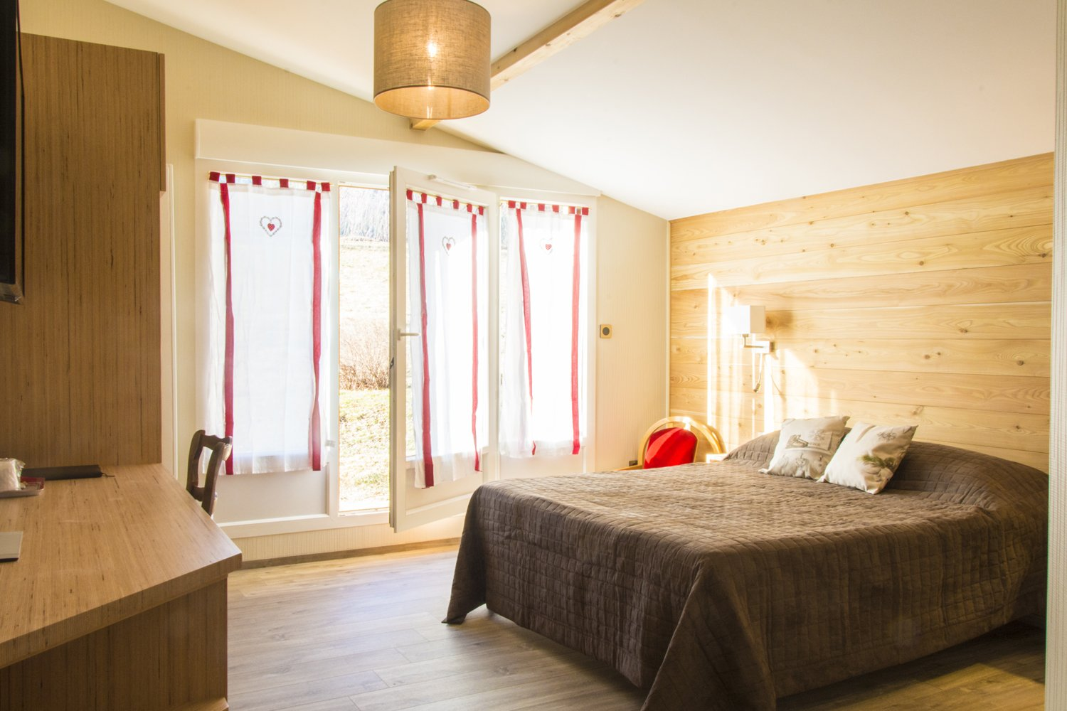 vercors massif winter walking self guided walking. Black Bedroom Furniture Sets. Home Design Ideas