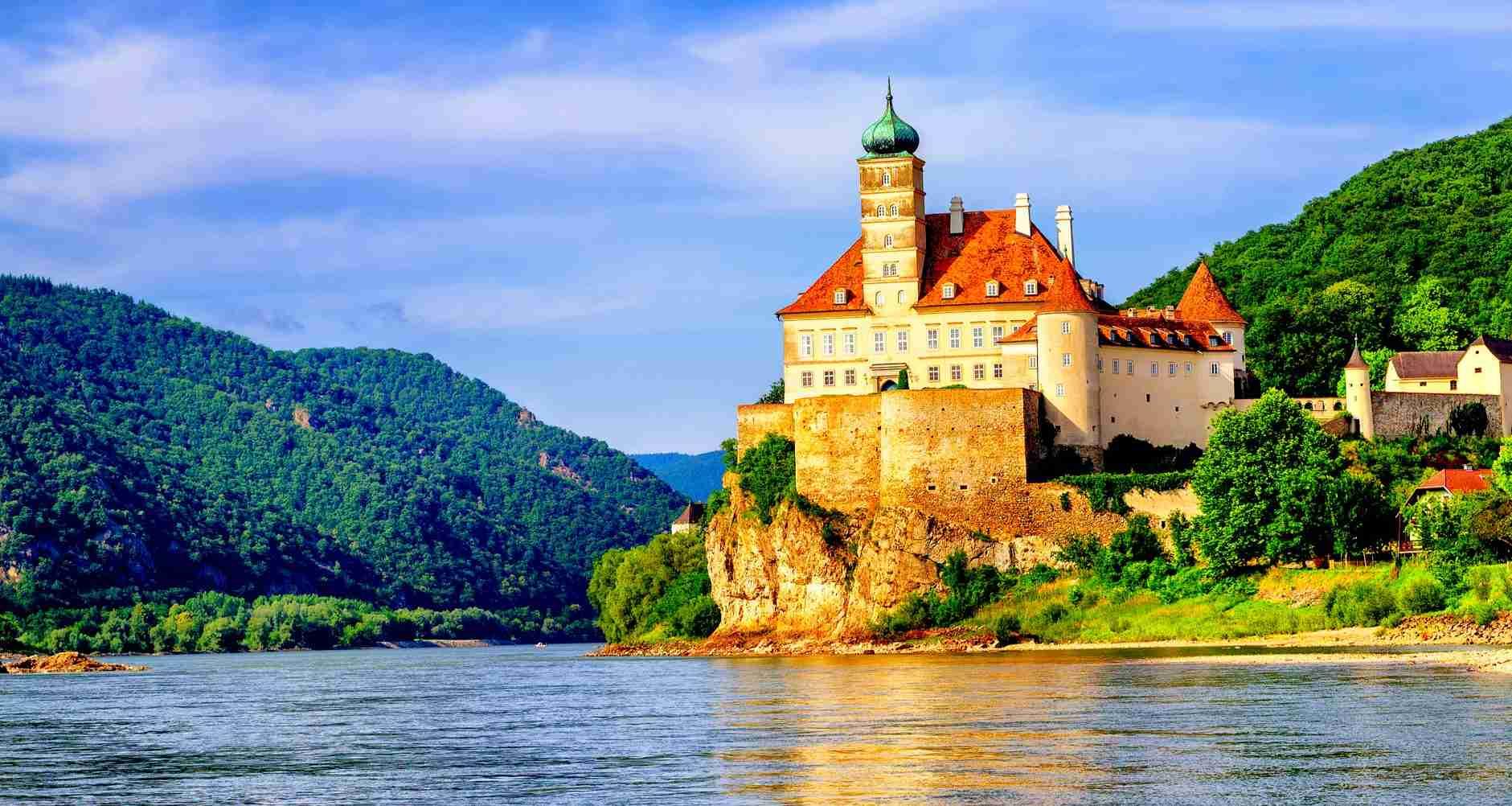 Classic Danube Cycle Path: Passau to Vienna